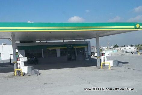 Haiti Gas Shortage, Long Line at the Gas Pumps