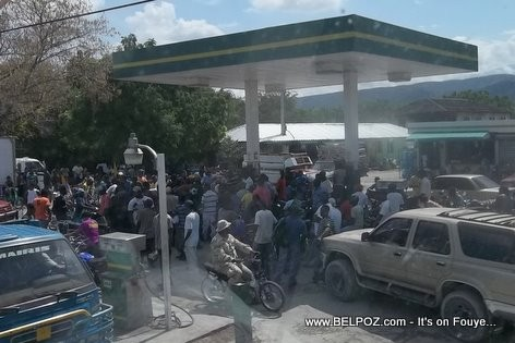 Haitians Buying Gas In Jimani DR - Gass Shortage in Hati