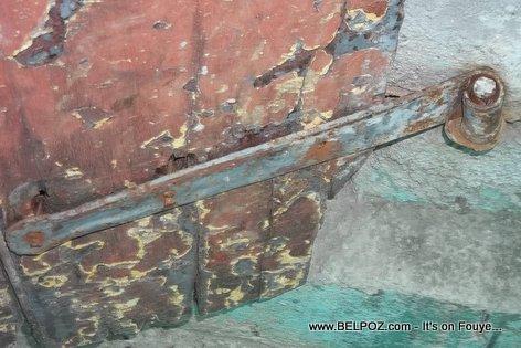 Haiti - Old house parts - forged door hinge