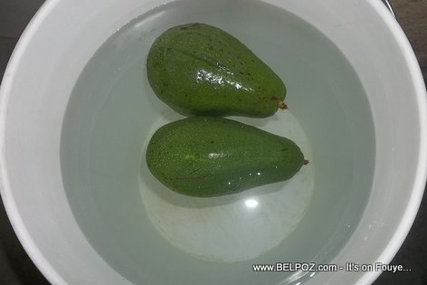 Putting Avocados in a bucket of water will stop the ripening process?