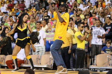 Rumai - Palito De Coco Performing live at a Baseball game in Santiago