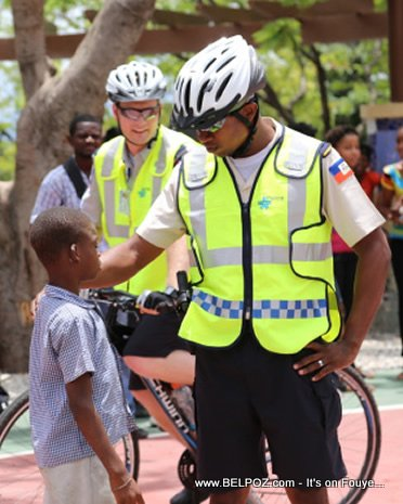 Haiti - Police Sou Bicyclette - Nouvo image Police Nationale la