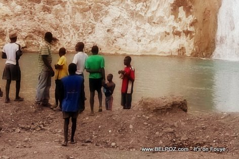 Local Residents of Bassin Zim enjoying the view