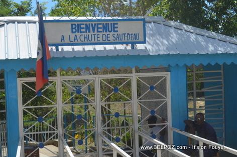 Chute Saut d'Eau waterfall Haiti - Entrance
