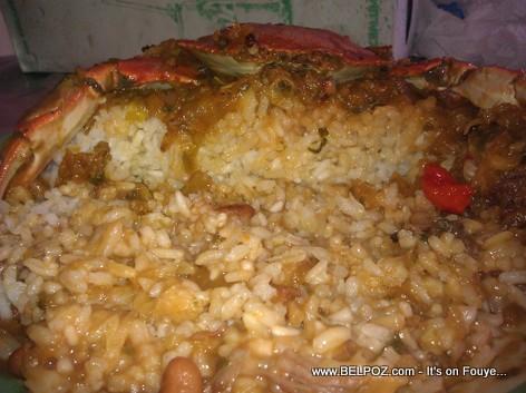 Haitian Food - Krab la blayi sou tet Diri ak sos pwa-a