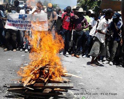 Haiti manifestation 7 fevrier 2015 en route for petionville - Manifestation a port au prince aujourd hui ...