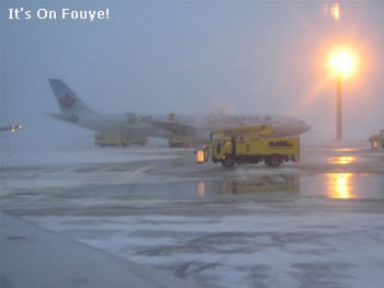 airplane deicing before take off