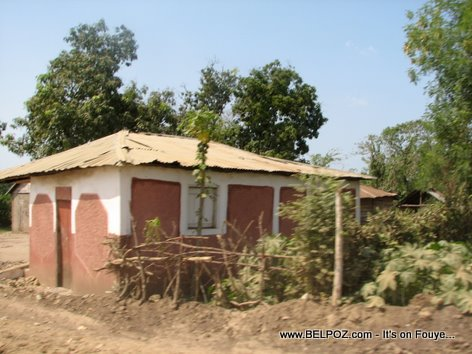 A country home in Haiti, en route to Ouanaminthe