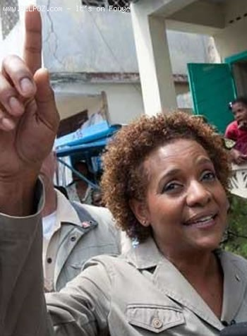 Michaelle Jean Walking In Haiti