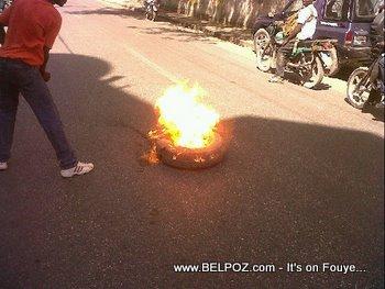 Anti Preval Riots In Haiti Tires Burning 7 Fevrier 2011