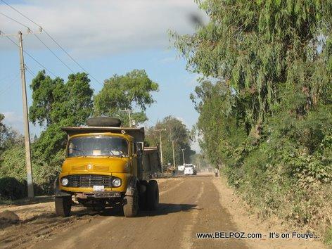 Camion Bascule Dirt Road Trou Du Nord Haiti