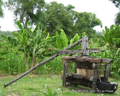 Moulin Kann - Moulin A Canne - Old fashion wooden Sugarcane mill in Haiti